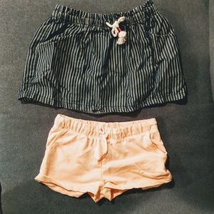 🍍 3/$10 Bundle of two - skirt and shorts 3T